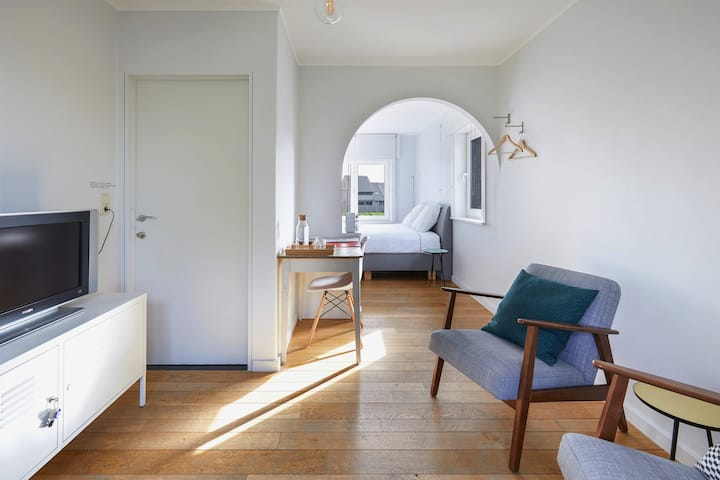 Spacious room with large garden near Brugge