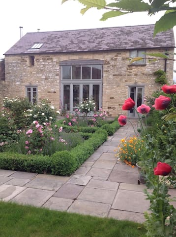 Luxurious barn conversion  with own garden - Coaley - House