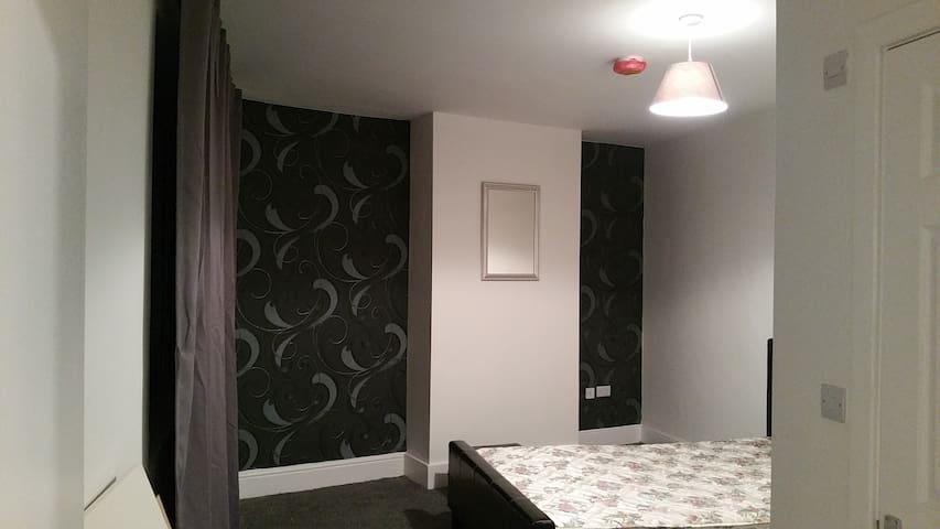 High Quality En-suite Room Near City Centre