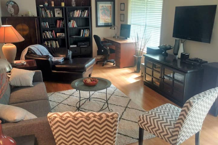 Dog Friendly Retreat steps from UGA Vet School