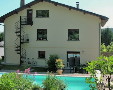 logement en rez de jardin+ piscine - Sault-Brénaz - Apartment