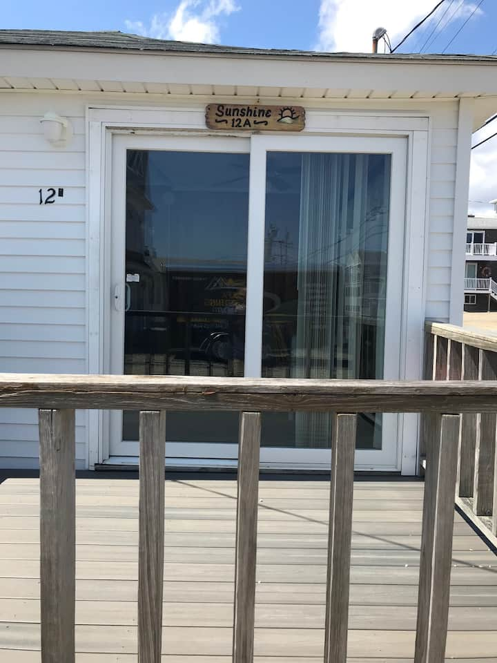Sunshine Beach Cottage - Just steps to the ocean