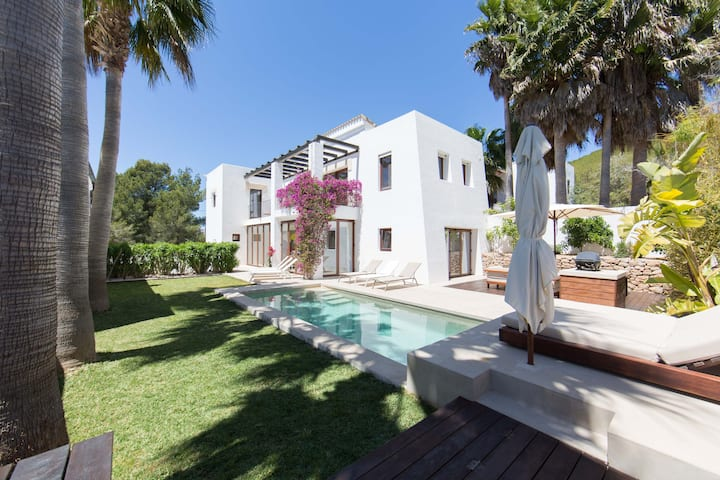 Luxury villa and pool In St Eulalia