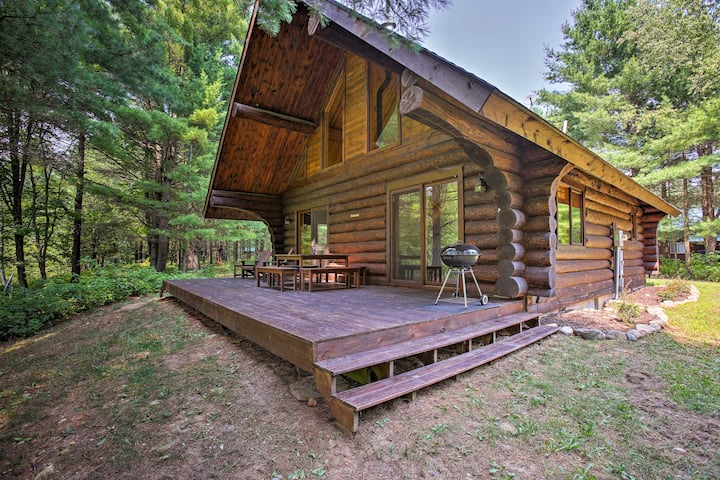 Secluded Log Cabin in NW Michigan w/Fire Pit & Deck