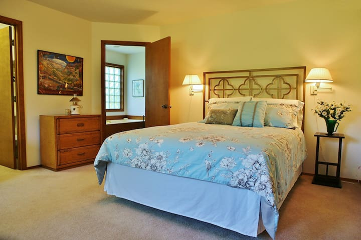 Bedroom #1: Master bedroom with ensuite