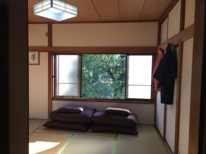 Hakone Itabashi Jハウス   バス停前 0秒