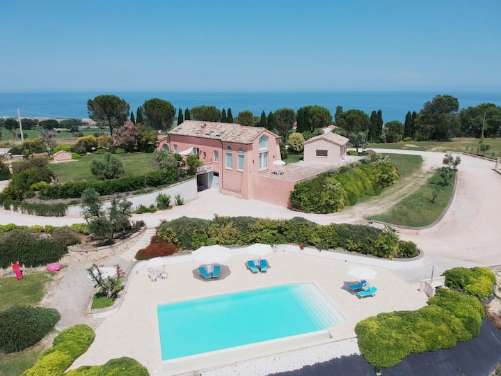 Villa Nontiscordardimè tra mare,piscina e verde