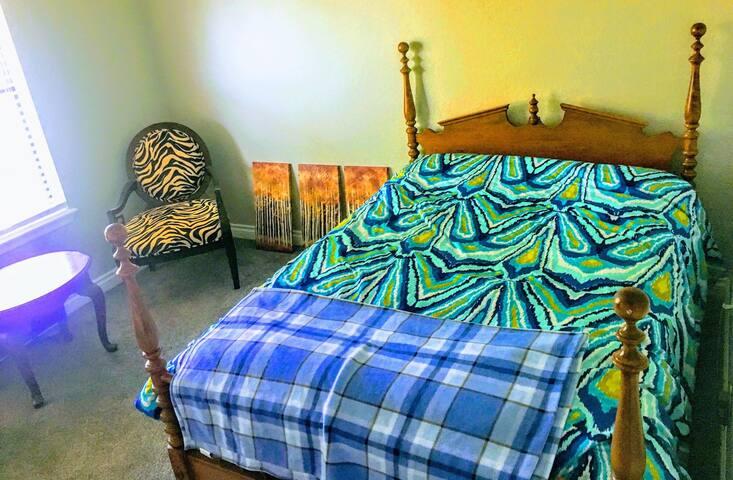 Cozy Private Room in Beautiful Eagle Lake Estates