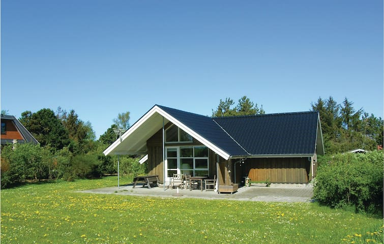 Holiday cottage with 2 bedrooms on 78m² in Glesborg