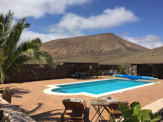Beautiful Historic Canarian Finca - Las Casitas - Huis