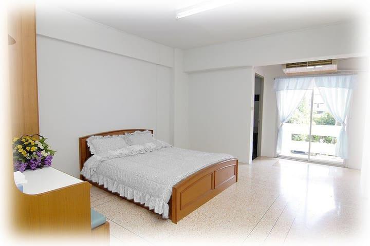 """Cana Mansion"" Tha-Pra RoomForRent - Bangkok Yai,"