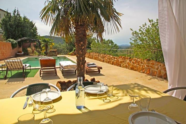 maison au calme avec sa piscine privée . - Uzer - Hus