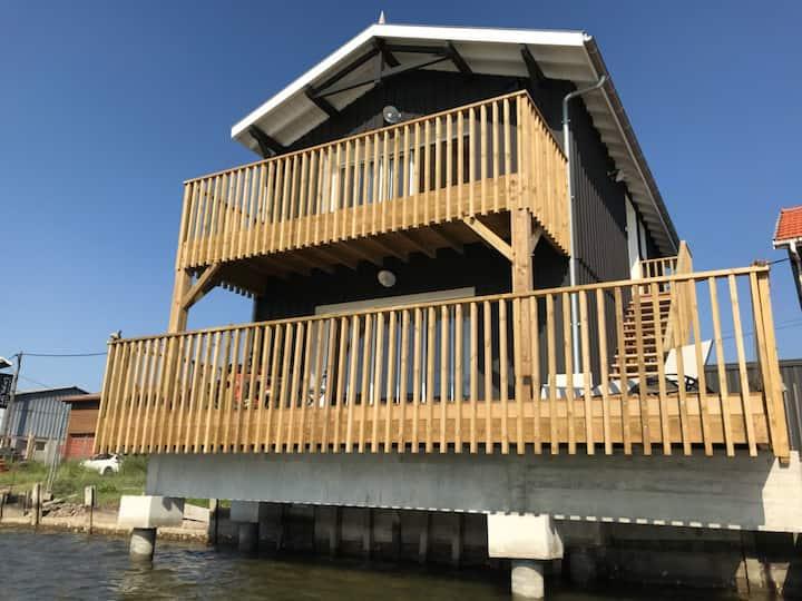 Cabane bois n° 1 au bord de l'eau (studio 2 pers)