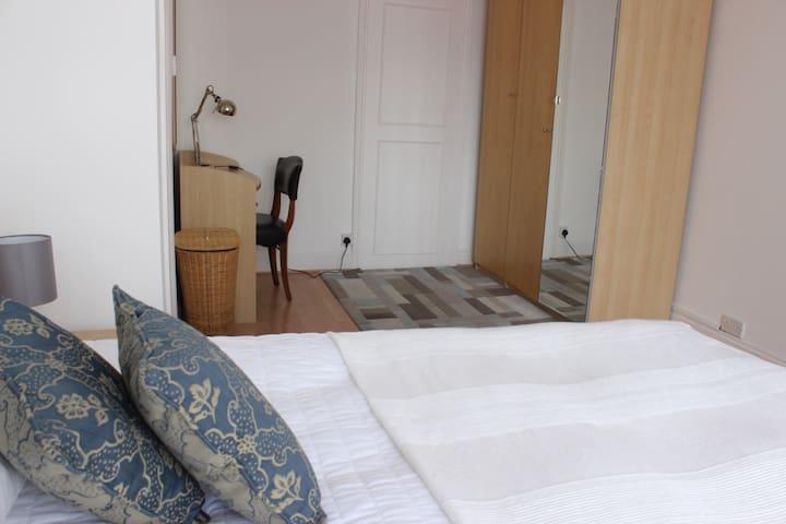 Charming Twin Balcony Apartment with Views - Harrow - Lägenhet