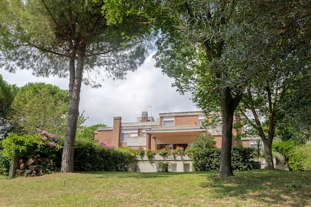 b & b in a villa in the green ( light room) - Citta' Sant'Angelo