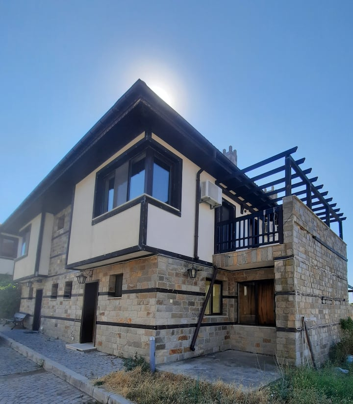 Beautiful 2-Bed Villa in Cholakova cheshma