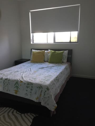 Budget double room bath,WestSydney - Merrylands - Apartment