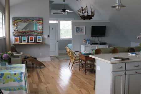 Seashore loft..open floor plan..NEW - West Cape May