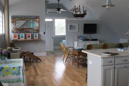 Seashore loft..open floor plan..NEW - West Cape May - Apartment