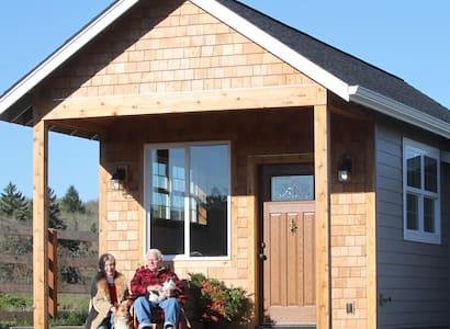 Custom TINY HOUSE on quarter Horse Breeding  Farm.