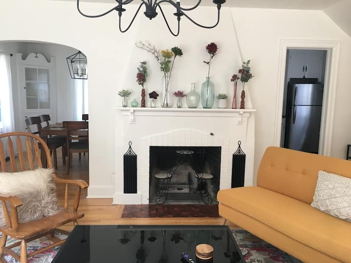 Newly renovated 4BR house in University District