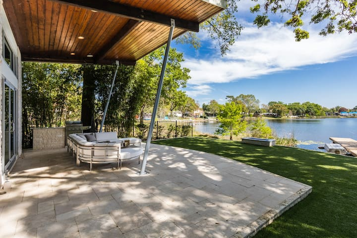 The Kiwi Cabana Offers a Tranquil View of Lake Shannon in Trendy Audubon Park Just Minutes from Downtown Orlando