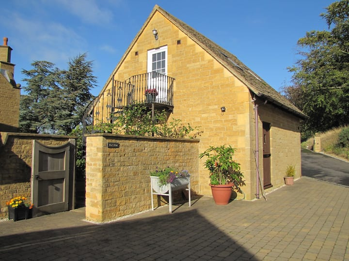""" Fox's Den "" Cosy Studio Near Chipping Campden"
