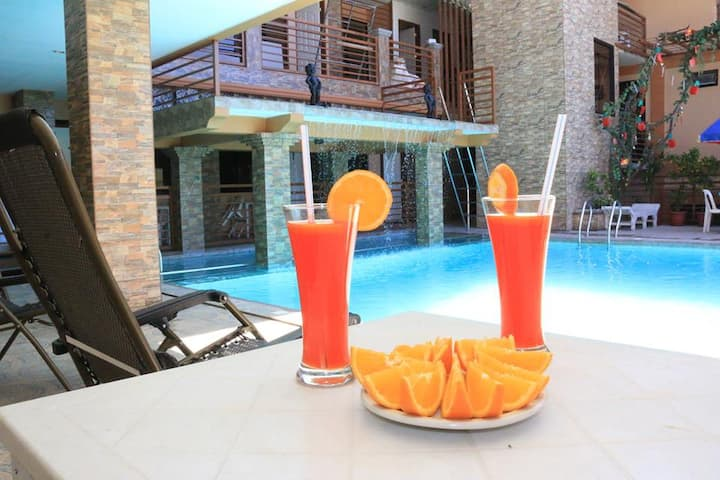Coron Center Deluxe Room w/Pool & Breakfast