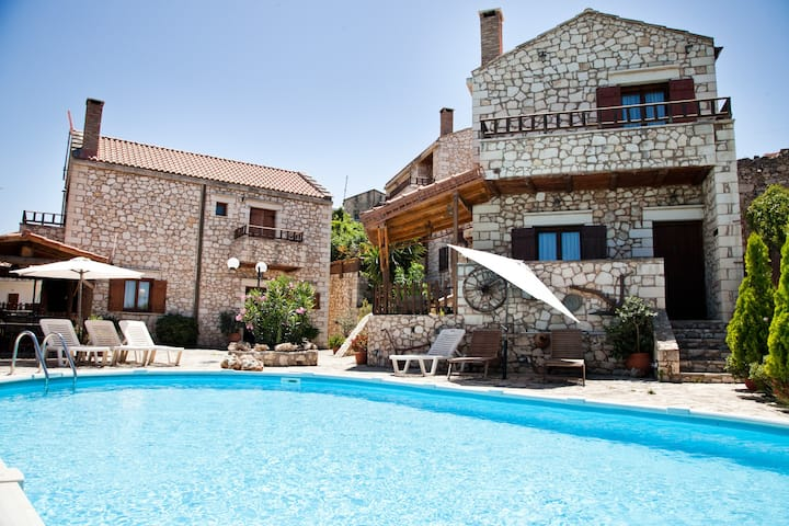 Tsivaras Villas (Family - friendly)