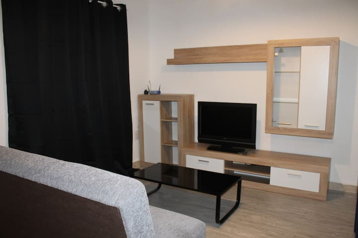 Modern and clean double bedroom - Pembroke - Apartment