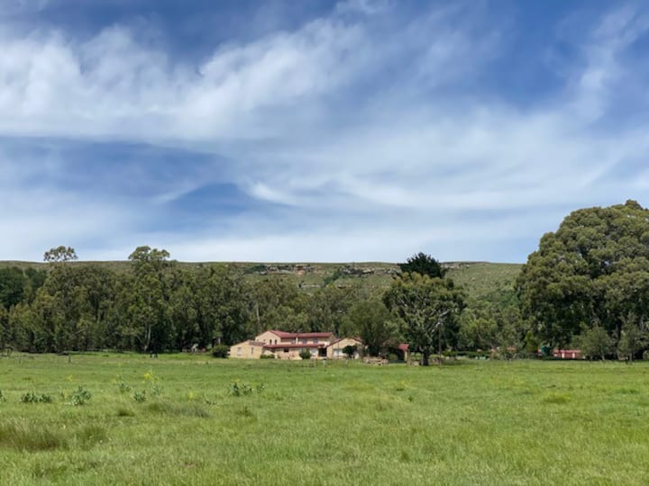 Entire house + meals on beautiful Drakensburg farm