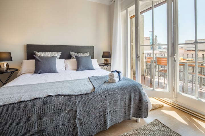 Arc de Triomf cheerful two bedroom with terrace