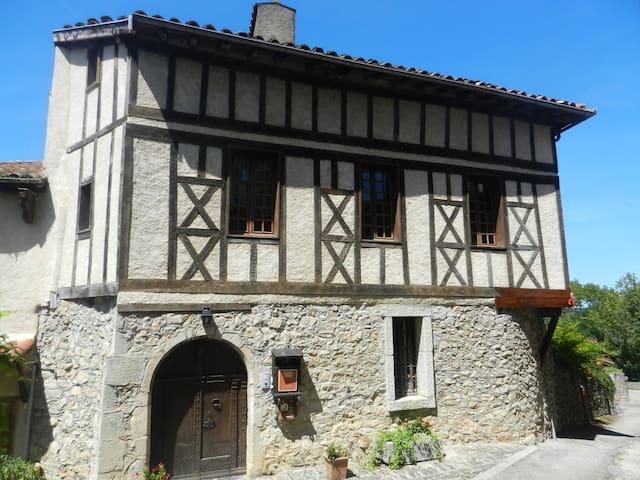VILLA BELISAMA  Chambres d'hôtes - Saint-Lizier - Bed & Breakfast