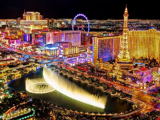 Viva Las Vegas! 2 BR Condo steps from the Strip!3