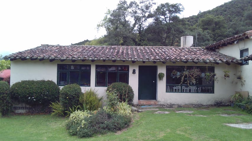 Casa hostal campestre muy acogedor - La Calera - Huis