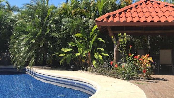Acogedora Villa en Los Delfines cerca de la playa