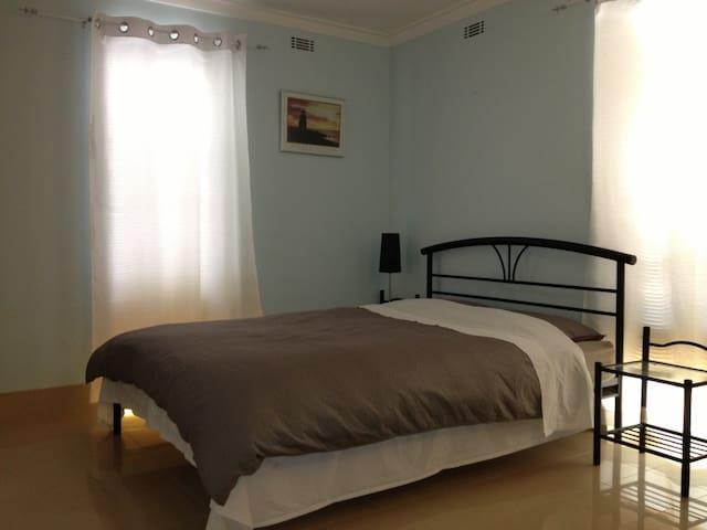 Peaceful comfy 3*1 house 20 mins to Perth CBD - Beckenham - House