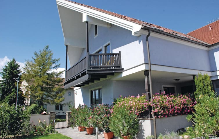 Holiday apartment with 2 bedrooms on 100m² in Altenwörth