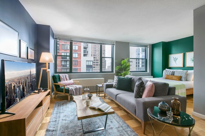Lovely Midtown East 1BR w/ City views + Doorman by Blueground