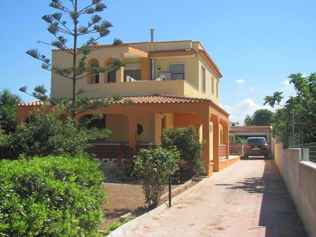 villetta vicina al mare e a pochi km da  Gallipoli - Racale - Villa