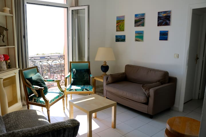 APARTMENT, SLEEPS 5, 2 MIN WALK TO MONACO