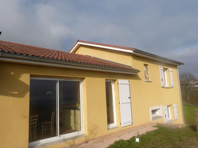 Charmante villa dans un petit lotissement au calme - Saint-Loup - Haus