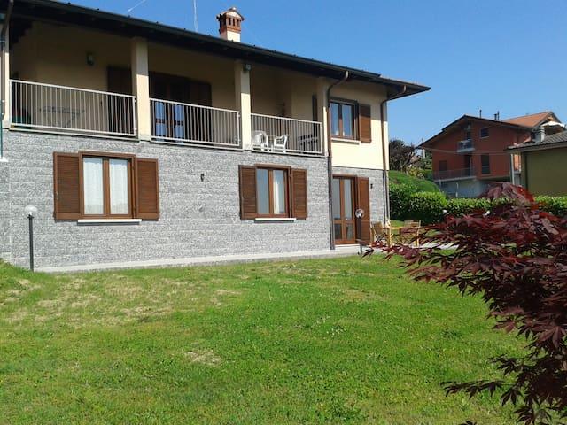 APT BEL VEDERE vista lago e colline di Varese