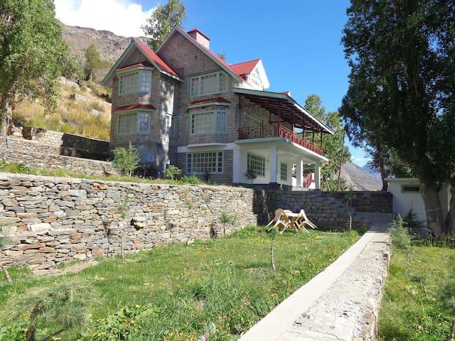Gemoor Khar Cottage