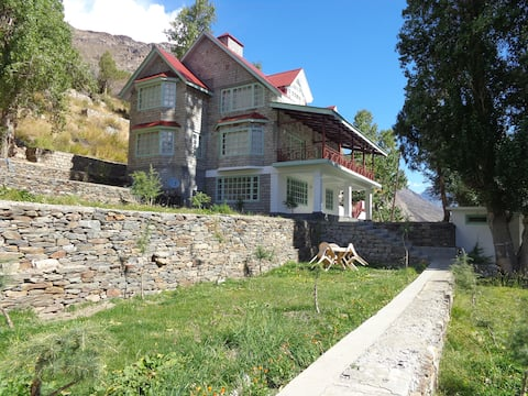 Gemoor Khar Cottage Palmo