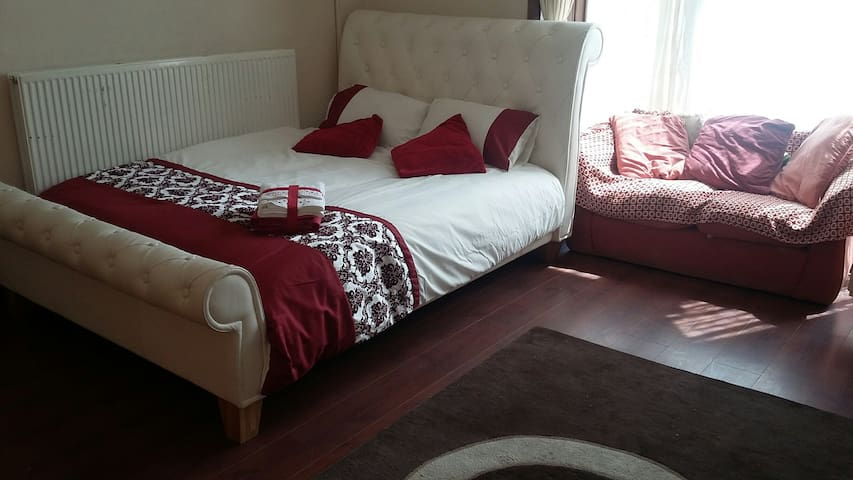 Boutique Double Rooms in spacious house near BRI - Bradford - Dům