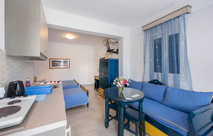 Honeymoon Studio 6 - Near the beach (for 3 people)