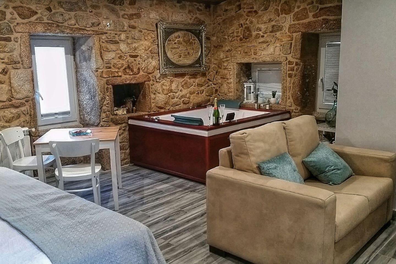 Casa da Canle. El apartamento cuenta con todas las comodidades y un fantástico jacuzzi donde os podéis relajar.