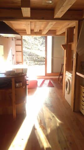 Coquet petit f1 ensoleillé pleine nature - Briançon - Apartament