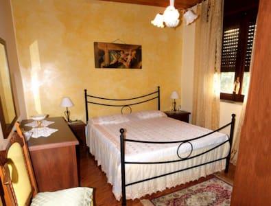 Casa Vacanza vicino Capo d'Orlando con terrazzo - Rocca di Capri Leone